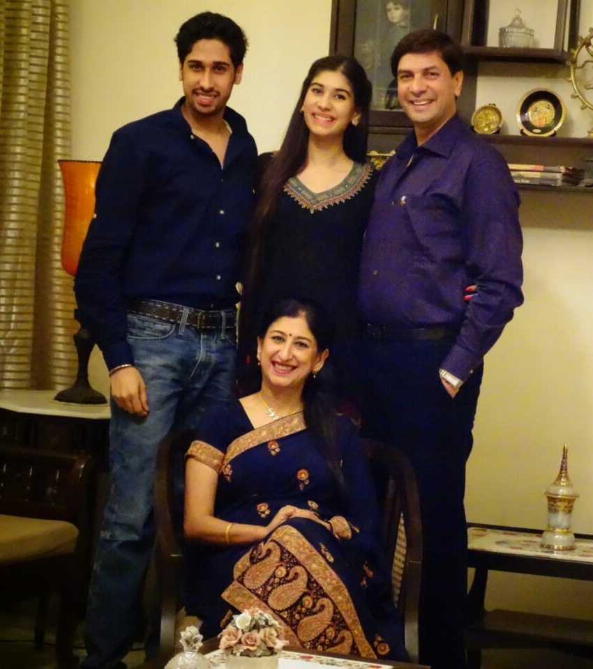 Avni Mishra with her parents Vinay Mishra and Preeti Mishra and her brother Anaadi Mishra
