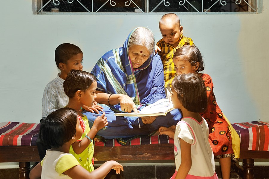 Sindhutai Sapkal teaching children in her Ashram