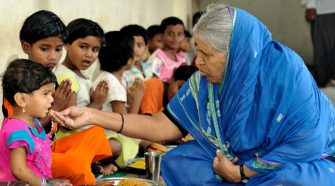 Sindhutai Sapkal feeding children in her Ashram
