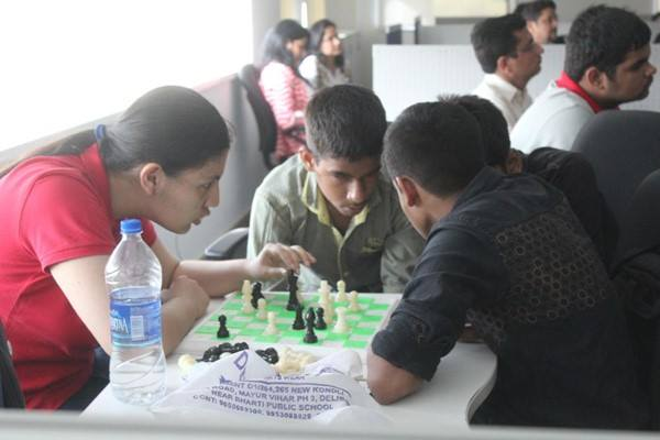 Kids learning the nuances of Chess with Devanshi Rathi | Image Coutesy : Project Checkmate