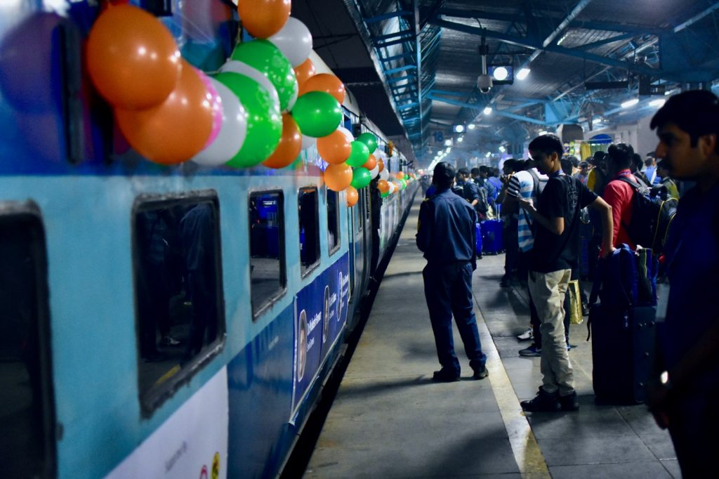 The Jagriti Yatra train, departing from Mumbai train station | Image Courtesy : Leena Radjibaly