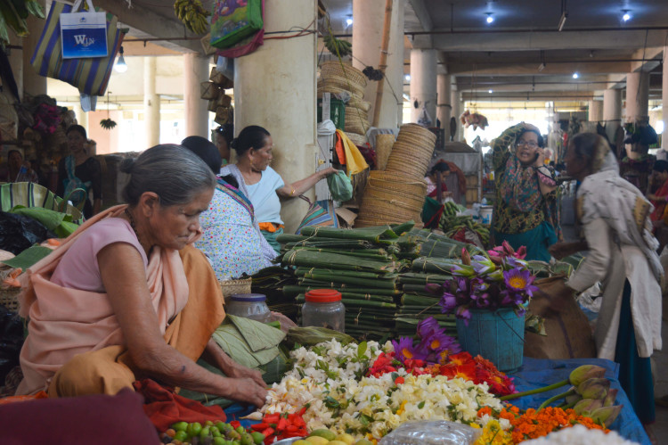 A vendor who owned her stall since 60 years selling flowers for ritual purpose | Image courtesy: Milaap