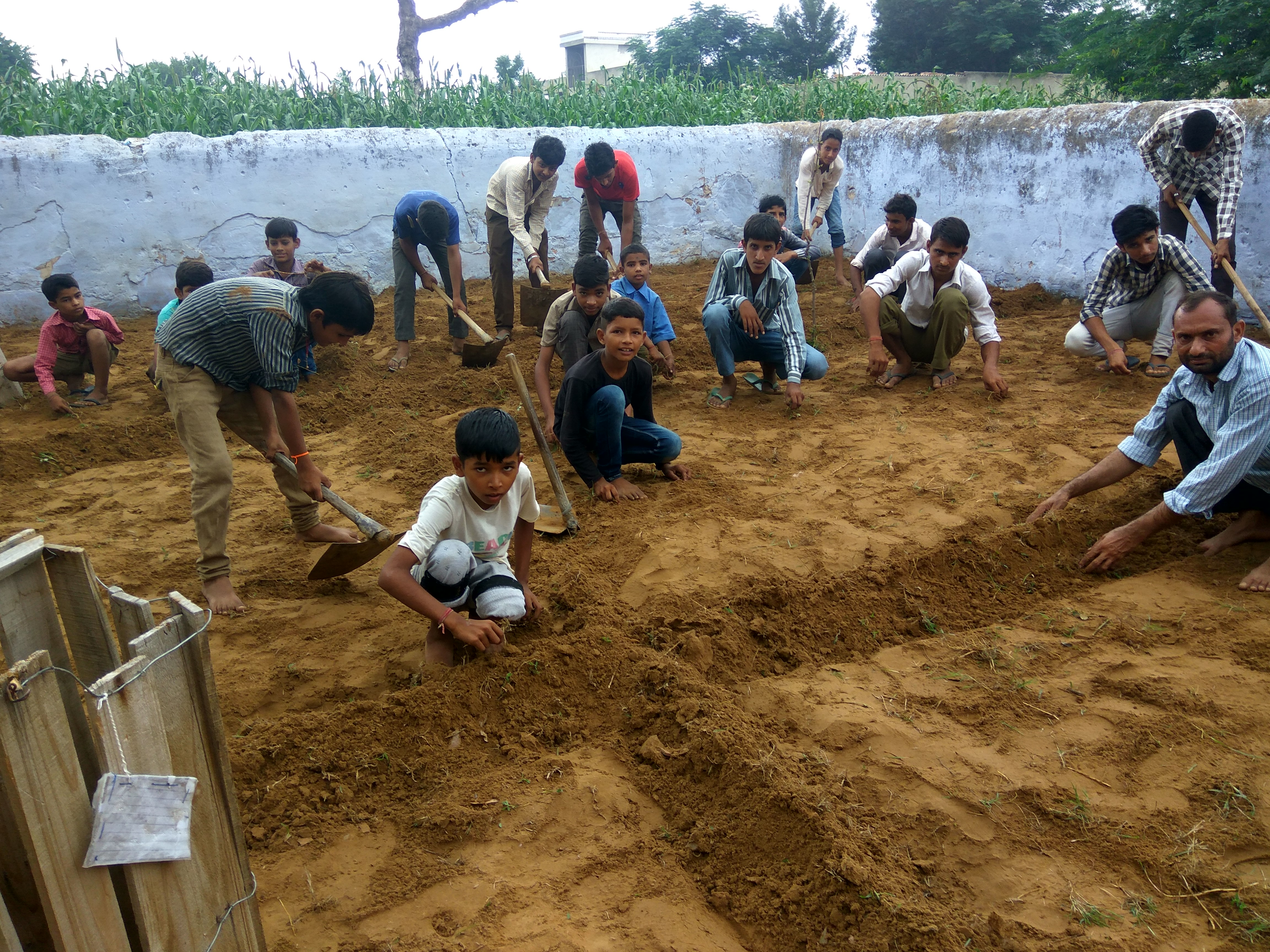 Students tilling the land,to produce organic and nutritious food for their mid-day meals | Image courtesy: Teach For Green