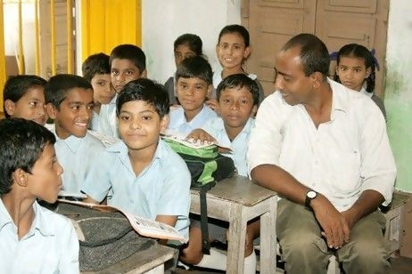 Mamoon Akhtar with the children from the school