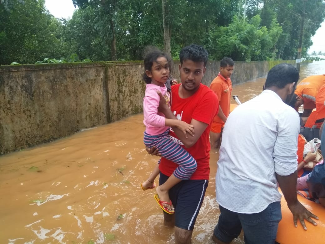 Rapid Response volunteers in rescue efforts in Kerala | Image courtesy: Rapid Response