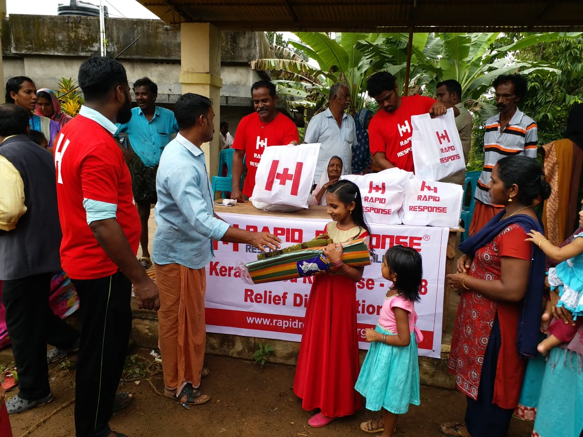 Rapid Response volunteers distributing aid to flood victims | Image courtesy: Rapid Response